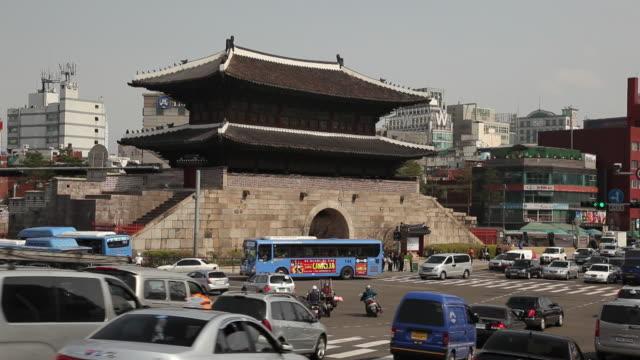 ws traffic in front of namdaemun / seoul, south korea - south korea stock videos & royalty-free footage