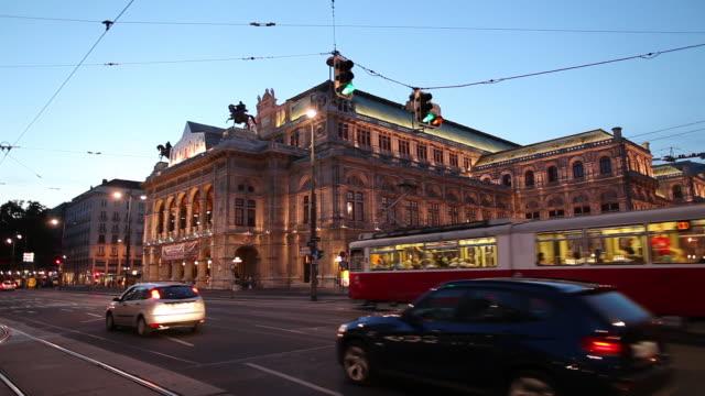 ws traffic in front of vienna state opera at dusk / vienna, austria - österrikisk kultur bildbanksvideor och videomaterial från bakom kulisserna
