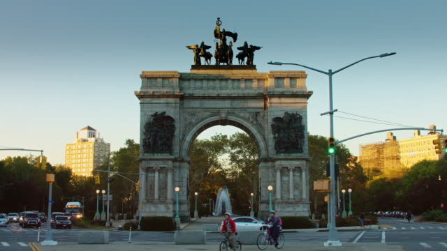 Traffic in Grand Army Plaza, Brooklyn