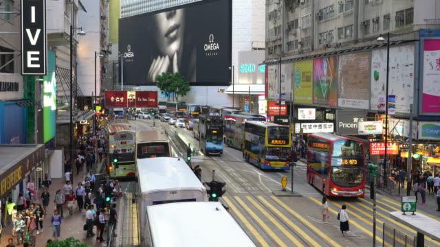 vidéos et rushes de traffic in hong kong causeway bay - publicité