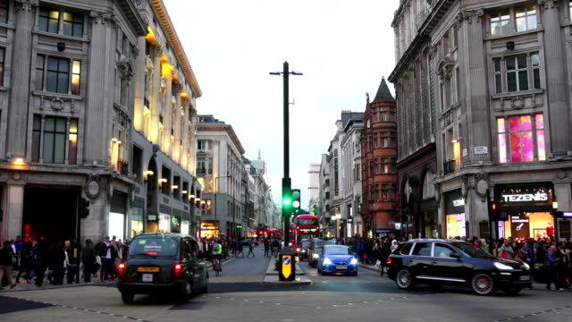 t/l traffic in lodon oxford circus and oxford street at dusk - oxford circus stock videos and b-roll footage