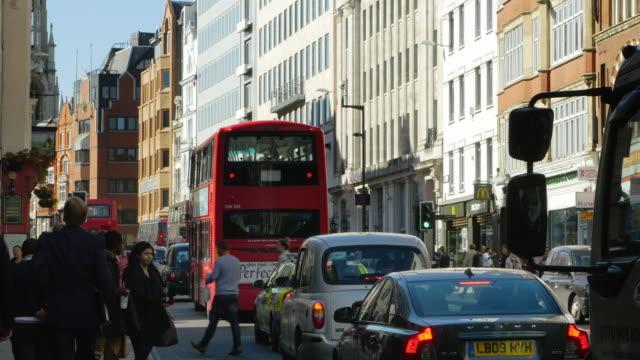 traffic in london fleet street (uhd) - fleet street stock videos & royalty-free footage