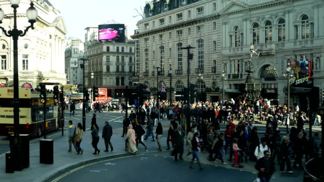 pov traffic in london piccadilly circus (4k/uhd to hd) - piccadilly stock videos and b-roll footage