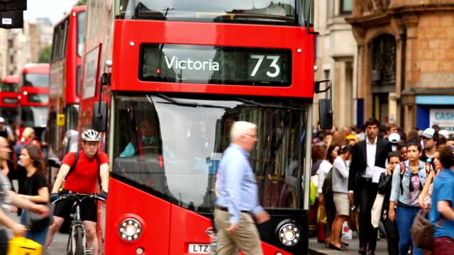 stockvideo's en b-roll-footage met verkeer in londen, time-lapse - double decker bus