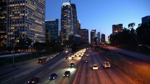 WS-Verkehr in Los Angeles bei Nacht