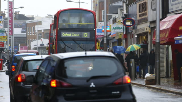 stockvideo's en b-roll-footage met ws traffic in peckham / london, england, united kingdom - peckham