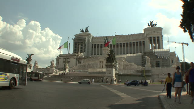ws traffic in piazza venezia in front of victor emmanuel  ii monument / rome, italy    - piazza venezia stock videos and b-roll footage