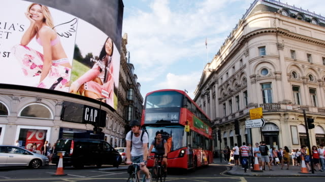 traffic in piccadilly circus in london - piccadilly circus stock videos and b-roll footage