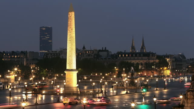 T/L WS Traffic in Place de la Concorde at night / Paris, France