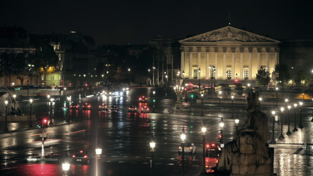 t/l ws traffic in place de la concorde at night / paris, france - french national assembly stock-videos und b-roll-filmmaterial