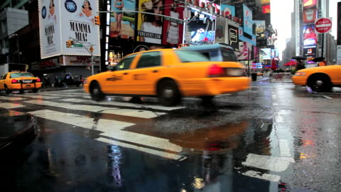 ws traffic in rain in times square / new york, city, new york state, usa - taxi stock videos & royalty-free footage
