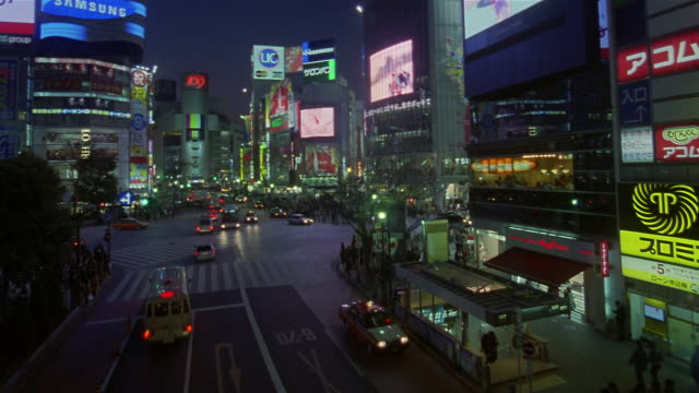 fast motion, ha, ms, traffic in shinjuku district at night, tokyo, japan - electronic billboard stock videos and b-roll footage