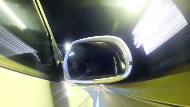vídeos y material grabado en eventos de stock de hd time-lapse: tráfico en el retrovisor exterior - retrovisor exterior
