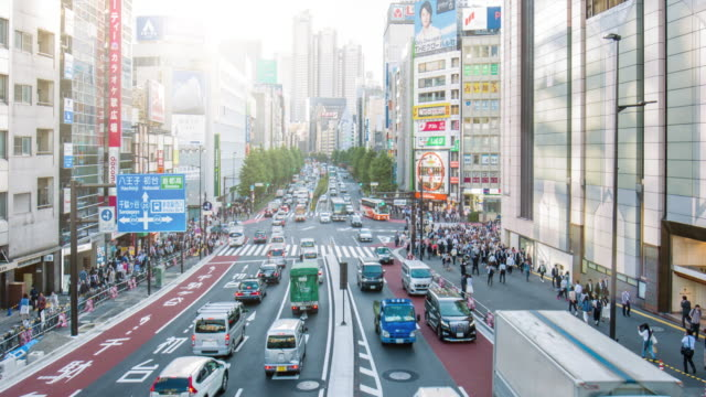 Traffic in the streets at Shinjuku