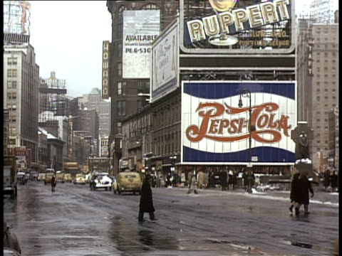 1940 ws pan traffic in times square / new york city, new york, usa - 1940 bildbanksvideor och videomaterial från bakom kulisserna