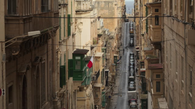 t/l ws ha traffic in triq iz-zekka / valletta, malta - valletta stock videos & royalty-free footage
