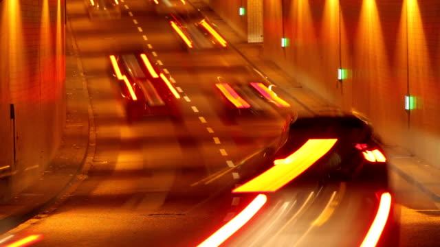 vídeos de stock, filmes e b-roll de traffic in tunnel - tunnel
