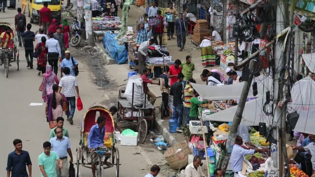 traffic jam and crowds seen at new market area during ramadan in dhaka bangladesh on june 23 2018 in the last 10 years in dhaka average traffic... - population explosion stock-videos und b-roll-filmmaterial