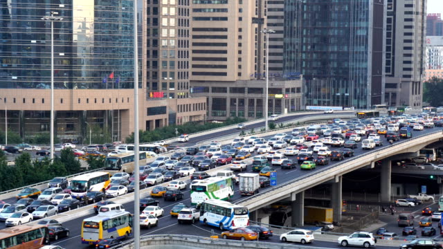 vidéos et rushes de traffic jam at downtown of beijing,china. - embouteillage