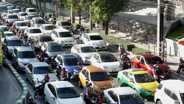 traffic jam in bangkok thailand - elevated train stock videos & royalty-free footage