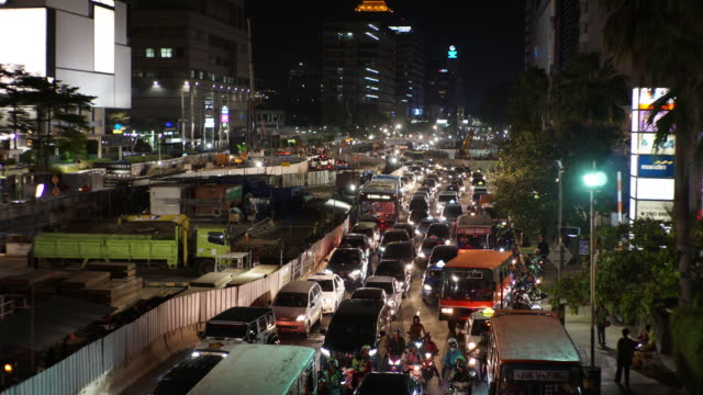 vidéos et rushes de traffic jam in jakarta - trafic jam