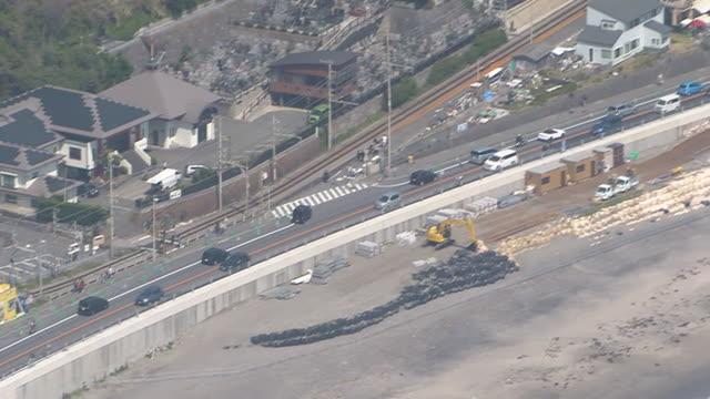 aerial, traffic jam in kamakura, japan - 相模湾点の映像素材/bロール