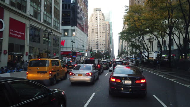 traffic jam in new york city in the autumn amid the 2020 global coronavirus pandemic. - traffic jam stock videos & royalty-free footage