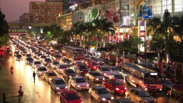 ws ha traffic jam of ratchawithi road at night / chatuchak, bangkok, thailand - bangkok stock videos & royalty-free footage