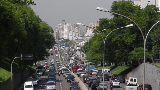 stockvideo's en b-roll-footage met traffic jam on a busy highway / são paulo, brazil - zuid amerika