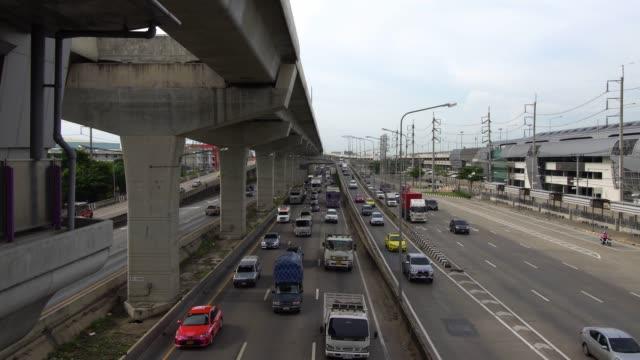 スーパーハイウェイバンコク、タイの交通渋滞。 - traffic jam点の映像素材/bロール