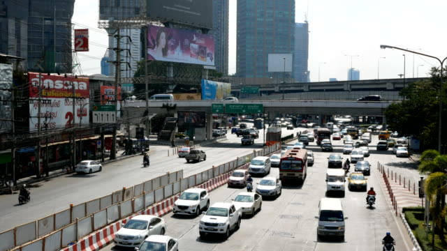 vidéos et rushes de embouteillage sur la route - trafic jam