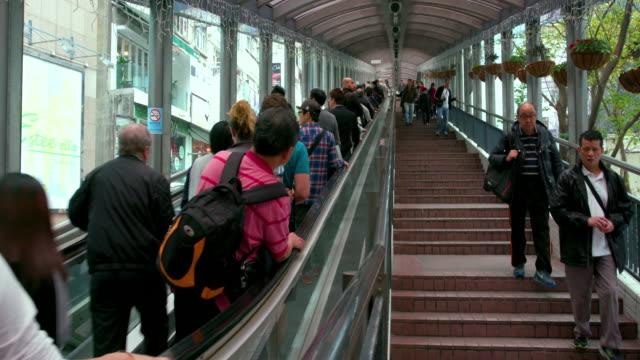 traffic junction & escalators - 三四十歲的人 個影片檔及 b 捲影像