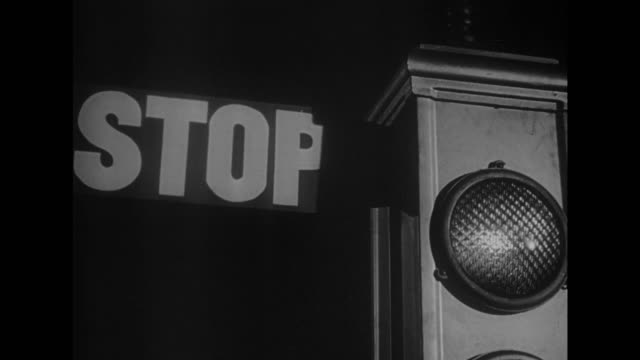 1948 CU traffic light as it changes from 'STOP' to 'GO'