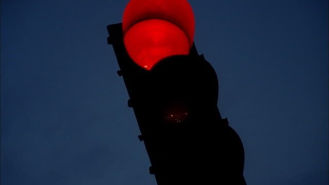 traffic light changing colors - mpeg videoformat stock-videos und b-roll-filmmaterial