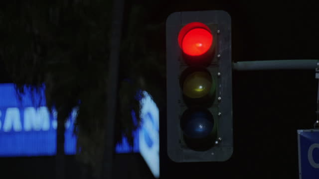 la traffic light changing from green to red - traffic light stock videos & royalty-free footage