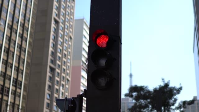 vídeos de stock, filmes e b-roll de semáforo - placa