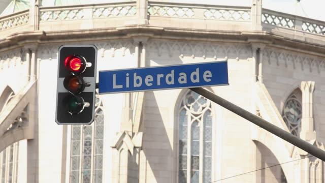 stockvideo's en b-roll-footage met ms traffic lights and liberdade neighborhood traffic sign / sao paulo, brazil - liberdade