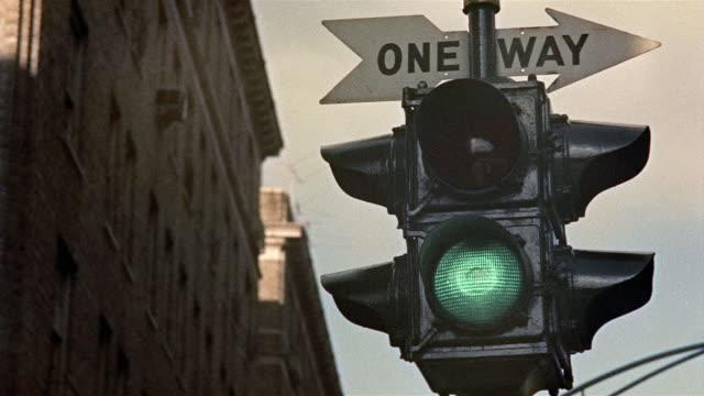 1959 cu la traffic lights changing, new york city, new york, usa - 1950 1959 stock videos and b-roll footage