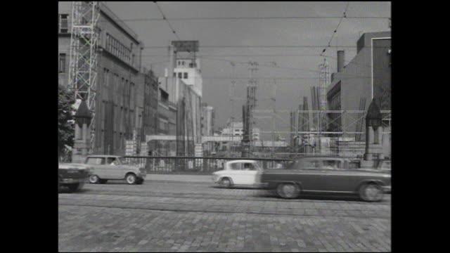 traffic moves across kyobashi prior to the bridge's demolition. - 1960~1969年点の映像素材/bロール