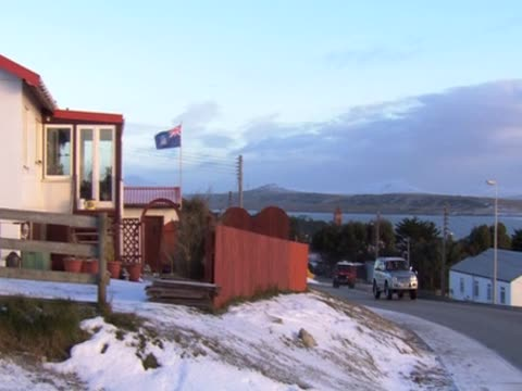 stockvideo's en b-roll-footage met traffic moves along a road in the falkland islands - atlantische eilanden