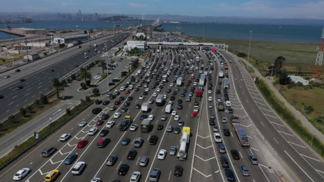 traffic moves along interstate 80 on july 25 2019 in berkeley california the state of california and four of the largest automakers in the world ford... - interstate highways usa bildbanksvideor och videomaterial från bakom kulisserna