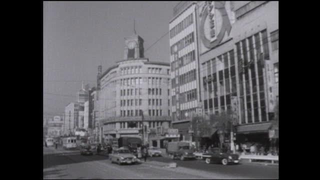 vídeos de stock e filmes b-roll de traffic moves past stores near a ginza intersection. - ginza