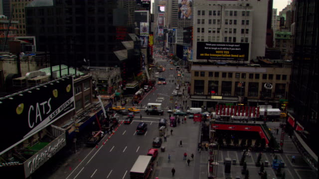 stockvideo's en b-roll-footage met traffic moves past the radio city music hall in new york city. - radio city music hall