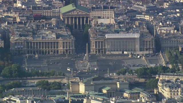 MS AERIAL ZO Traffic moving in fromt of Place de la Concorde / Paris, France