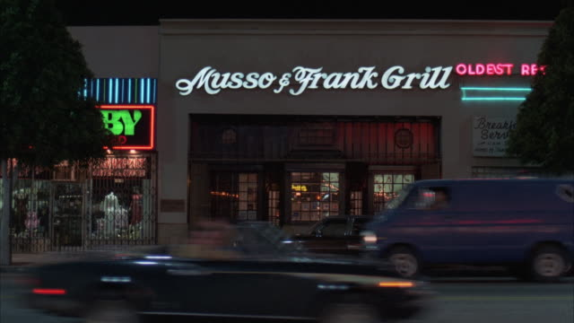 stockvideo's en b-roll-footage met ms traffic moving in front of musso and franks restaurant grill - bar gebouw