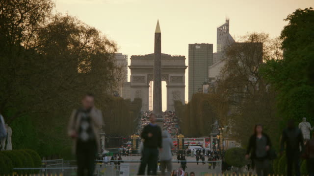 ms traffic moving on avenue des champs-elysees near luxor obelisk, arc de triomphe in background / paris, france - obelisk of luxor stock videos & royalty-free footage