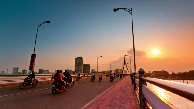 ws t/l traffic moving on bridge at sunset / da nang, vietnam - ダナン点の映像素材/bロール