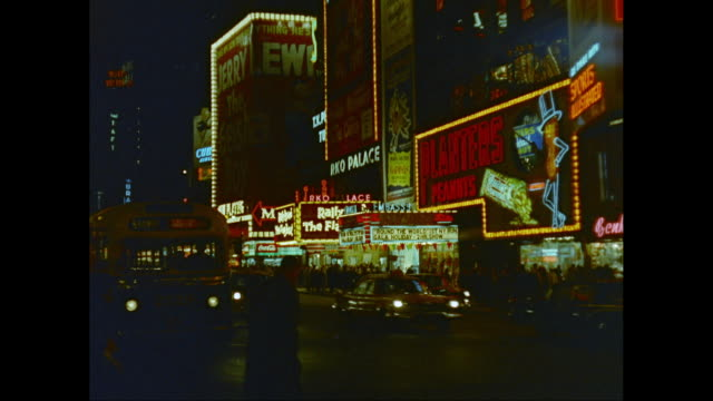 vídeos de stock e filmes b-roll de ws traffic moving on broadway with illuminated commercial signs at night / new york city, new york state, united states - broadway manhattan