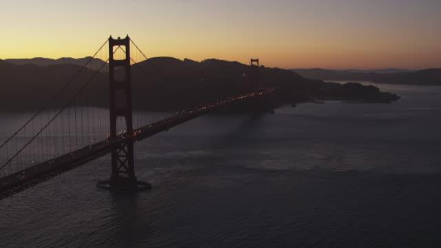 stockvideo's en b-roll-footage met ws pov traffic moving on golden gate bridge / san francisco, california, united states - baai van san francisco