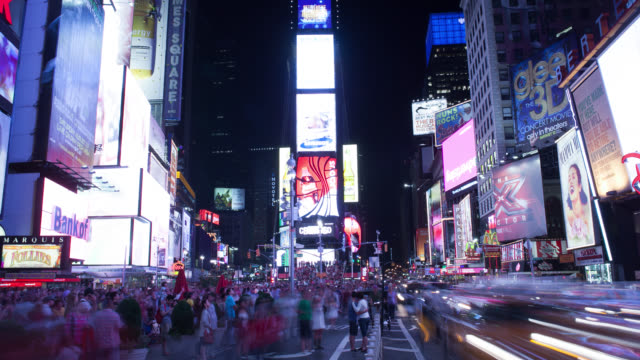ws t/l traffic moving on street at times square / midtown manhattan, manhattan, new york city, new york state, united states - laterne stock-videos und b-roll-filmmaterial